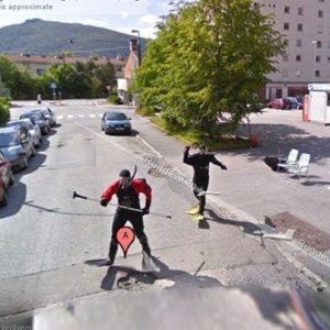 Las extrañas y fascinantes instantáneas escondidas en Google Street View 26