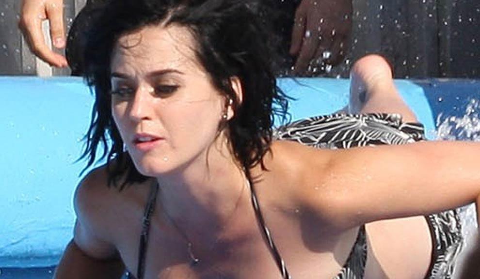 28e03e3a03f303667854d45fc5388874 - El bikini le jugó una mala pasada a Katy Perry