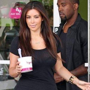 """El look """"colegiala"""" de Kim Kardashian 9"""