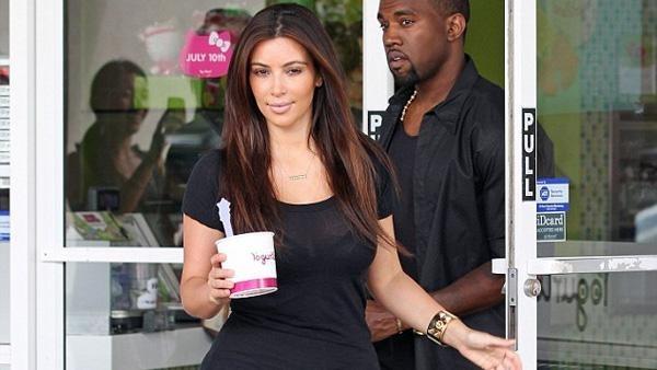 """36bf1e63867ce07ca29876c3c52bd802 - El look """"colegiala"""" de Kim Kardashian"""