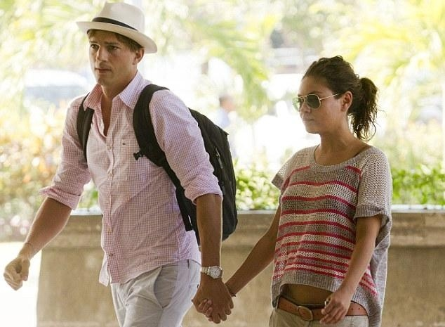 82e69f2bbd1948a1da1f4dfafd94ad3c - Amor confirmado: Ashton Kutcher y Mila Kunis, enamorados en Bali