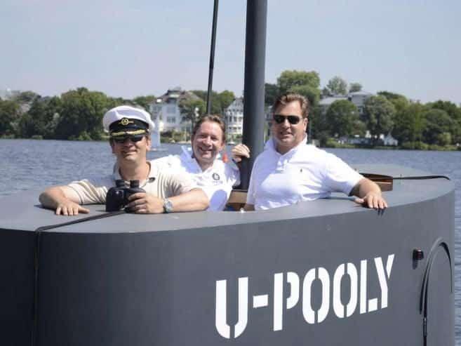 Bromistas causan alerta en Hamburgo con una réplica a pedales de la torreta de un submarino 34