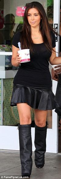 """El look """"colegiala"""" de Kim Kardashian 17"""