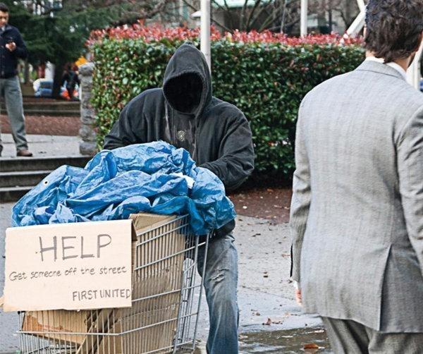 Vagabundos fantasma piden ayuda en la calle 11