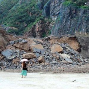 Obreros provocan el derrumbe de 30 metros de la gran muralla china 21