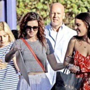 Bruce Willis está enfurecido con sus tres hijas 5
