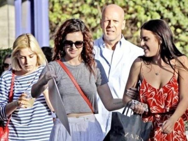 fca9945ae955f9c4e47cf15f43ae9741 - Bruce Willis está enfurecido con sus tres hijas