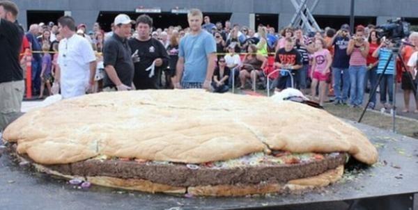 5ff9e7aed4b0e3579983191e3223a3de - Una súper hamburguesa con 4 millones de calorías