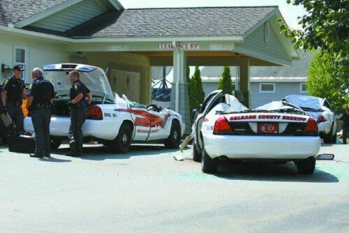 se-venga-de-la-policia-destrozando-7-coches-patrulla-11