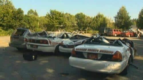 se-venga-de-la-policia-destrozando-7-coches-patrulla-3