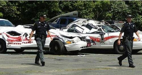 se-venga-de-la-policia-destrozando-7-coches-patrulla-4