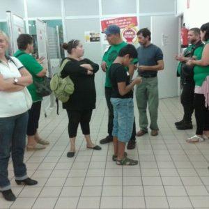 Afectados por las hipotecas irrumpen a lo Sánchez Gordillo en un supermercado en Catalunya 33