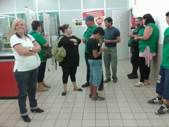 b82c9c7b6f2f05230429ef8bd95dba9d - Afectados por las hipotecas irrumpen a lo Sánchez Gordillo en un supermercado en Catalunya