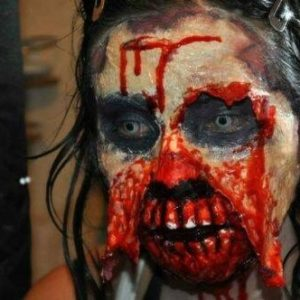 Excelente disfraz zombie para Halloween 23