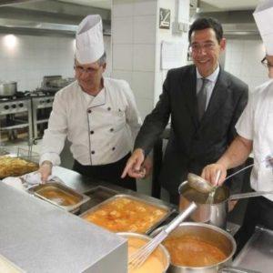 Un hotel de Benidorm se ofrece a alimentar a familias sin recursos para no tirar la comida sobrante 25