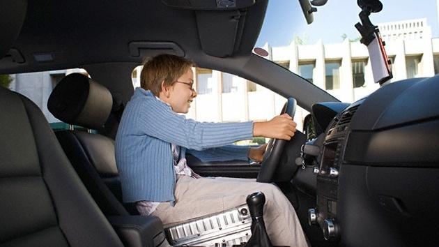f93e0976a80d799f0eb3ad0ba276f287 - Niño se escapa con el coche de su padre y recorre media europa