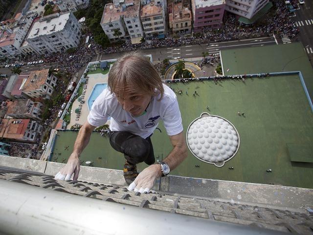 """295fdc87d658f559ef2cffb7fe8f65ee - #Video Alain Robert """"el hombre araña francés"""" escaló edificio en Cuba"""