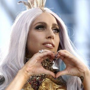 Lady Gaga fue operada de la cadera 22