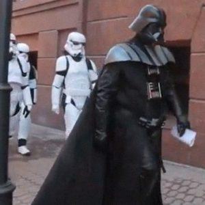 #Video Darth Vader trata de asaltar la sede del Ministerio de Justicia de Ucrania 34