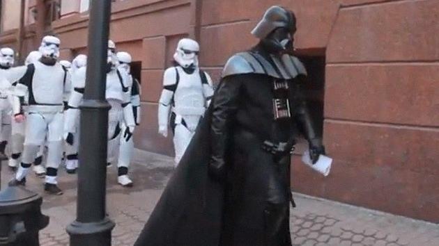 #Video Darth Vader trata de asaltar la sede del Ministerio de Justicia de Ucrania 9