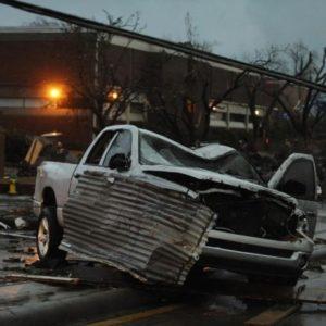 #Videos un fuerte tornado destroza a su paso edificios, árboles y coches en EE.UU. 17