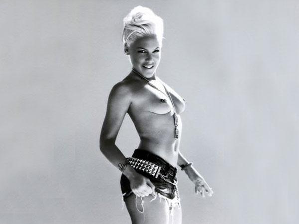 Pink hizo topless para un músico canadiense 10