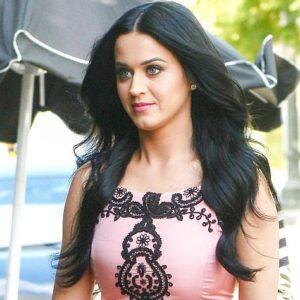 El vergonzoso accidente que tuvo Katy Perry con su vestido 23