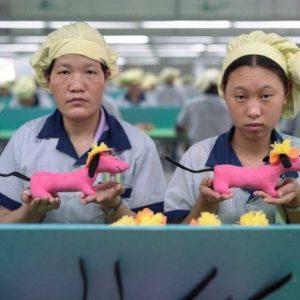 Asi se fabrican los juguetes en una fabrica China 27