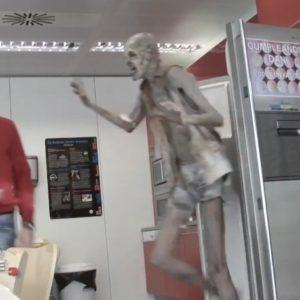 #Video Electronic Arts asusta a sus empleados disfrazando al actor Javier Botet de necromorfo 28