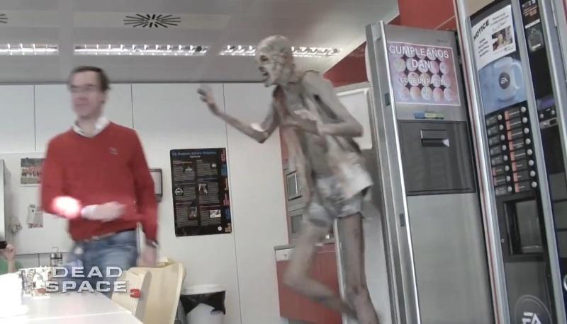 #Video Electronic Arts asusta a sus empleados disfrazando al actor Javier Botet de necromorfo 9