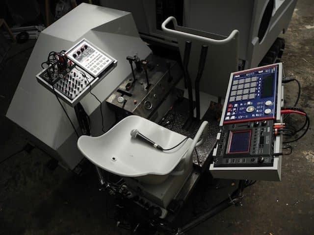 Sound-Panzer máxima potencia sonora sobre orugas 15