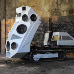 Sound-Panzer máxima potencia sonora sobre orugas 28