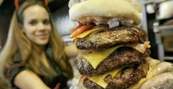 """Restaurant """"Ataque al corazón"""" cobra su segunda víctima fatal por un infarto 20"""