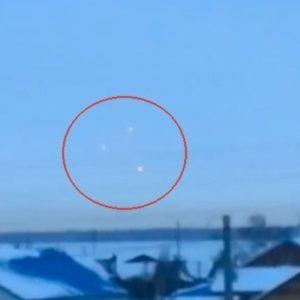 #Video Tres OVNIS sobrevuelan el suroeste de Rusia 22