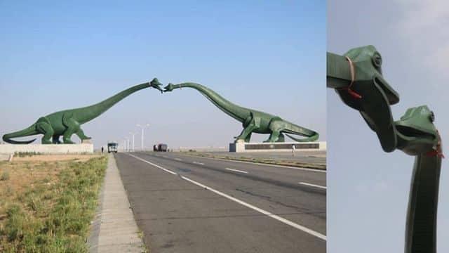 Dinosaurios que se besan, en Erenhot, en la frontera con Mongolia.