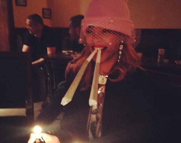 rihanna fumando porros