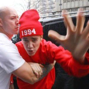 Justin Bieber quiso pegarle a un paparazzi 24