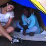 Un refugio plegable de cartón para los que no tienen techo que se inspira en el origami 6