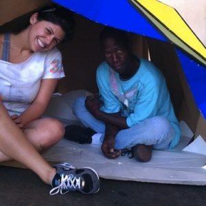 Un refugio plegable de cartón para los que no tienen techo que se inspira en el origami 27