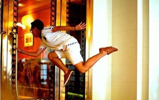 "41347d2315b9cab1f56c2310a0fdb55d - La increíble ""levitación"" de gente en Singapur"
