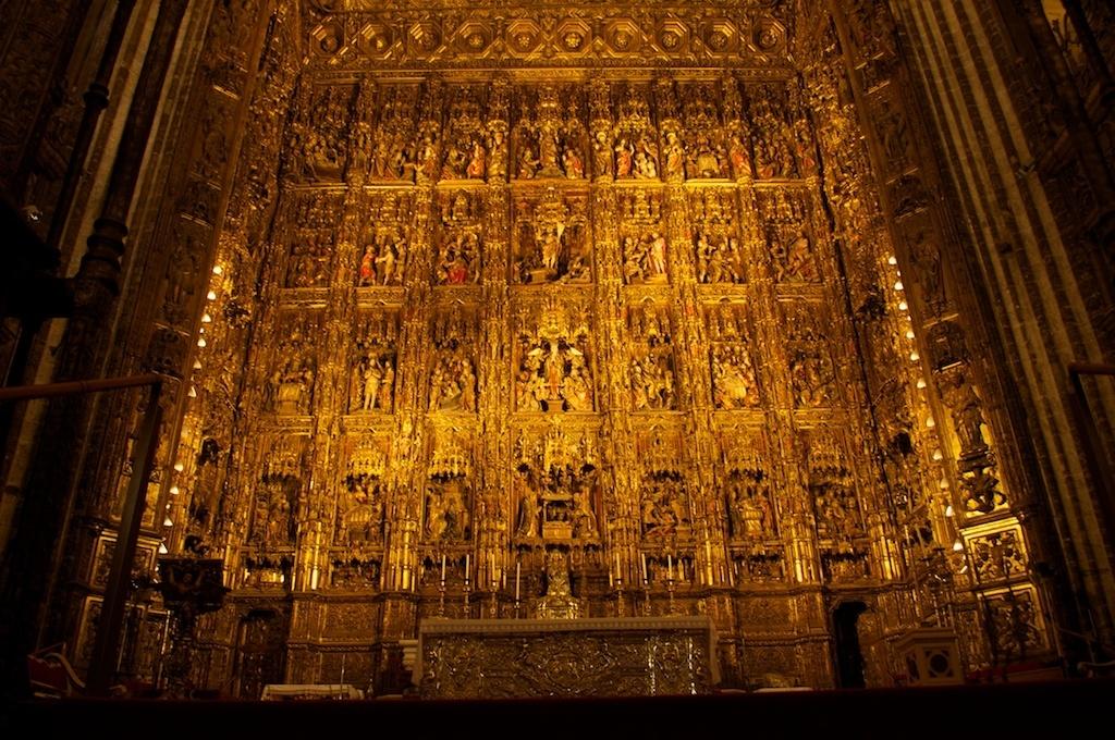 Si quisiera, la Iglesia podría solucionar la crisis española 15