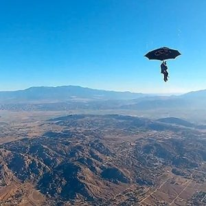 #Video Paracaidismo con un paraguas, a lo Mary Poppins 6