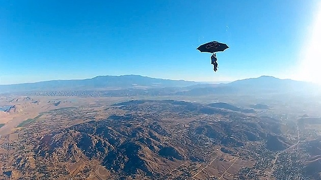#Video Paracaidismo con un paraguas, a lo Mary Poppins 2