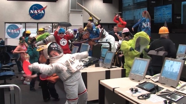 #Video La NASA se rinde ante el virus del 'Harlem Shake' 13