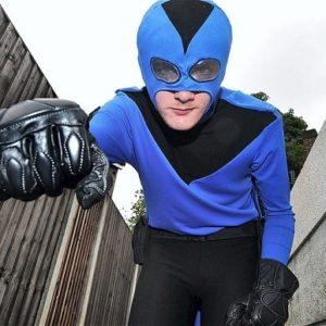 Superhéroe de la vida real cuelga capa y máscara despues de haber recibido una paliza de los malos 21