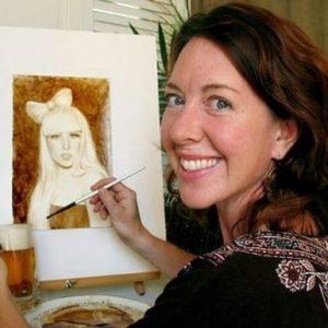 Karen Eland la artista que pinta con cerveza y café 23