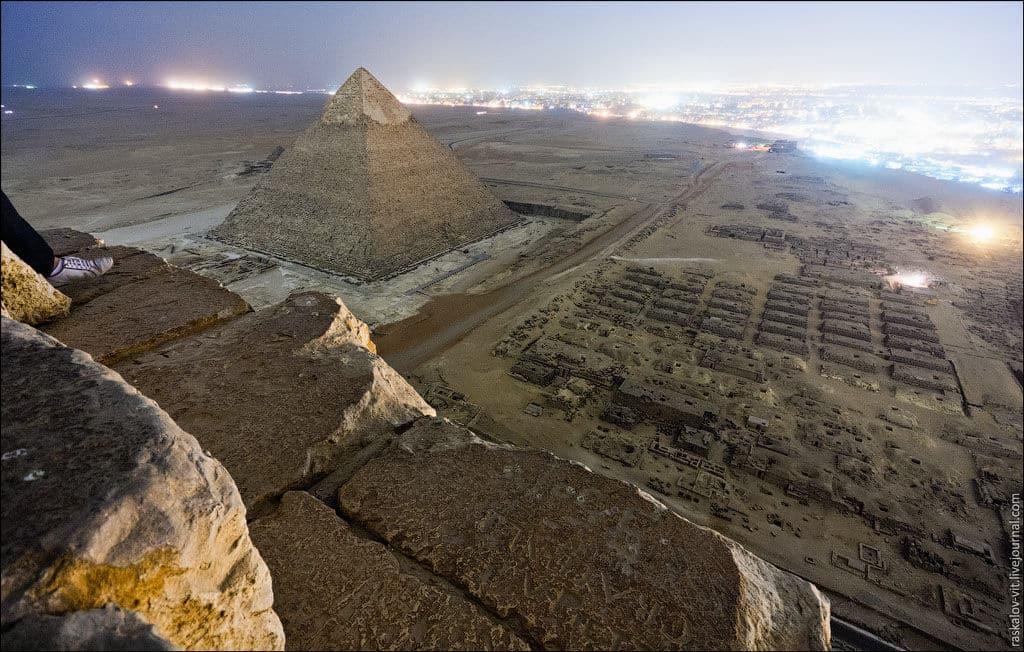 las-fotos-prohibidas-de-la-piramide-de-keops-sus-autores-iran-a-la-carcel-1
