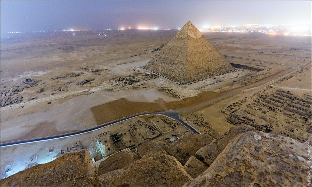 las-fotos-prohibidas-de-la-piramide-de-keops-sus-autores-iran-a-la-carcel-14