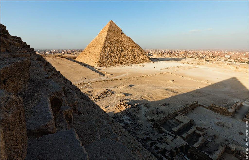 las-fotos-prohibidas-de-la-piramide-de-keops-sus-autores-iran-a-la-carcel-5