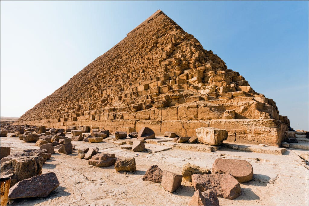 las-fotos-prohibidas-de-la-piramide-de-keops-sus-autores-iran-a-la-carcel-9